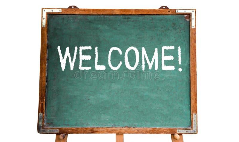 ¡ Bienvenido! mensaje de texto en la tiza blanca escrita en una pizarra de madera o una pizarra del viejo vintage sucio del verde fotos de archivo