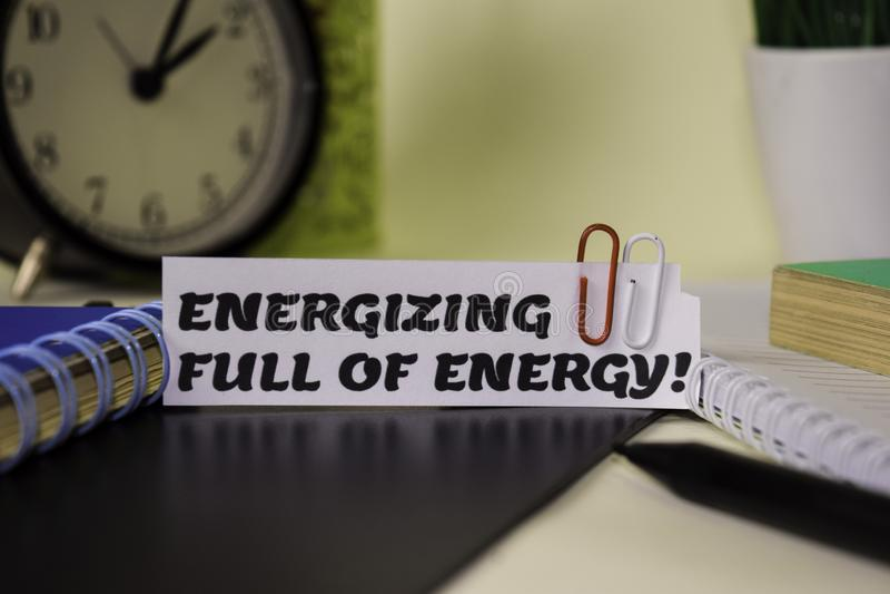 ¡Activación llena de energía! en el papel aislado en él escritorio Concepto del negocio y de la inspiraci?n fotografía de archivo libre de regalías