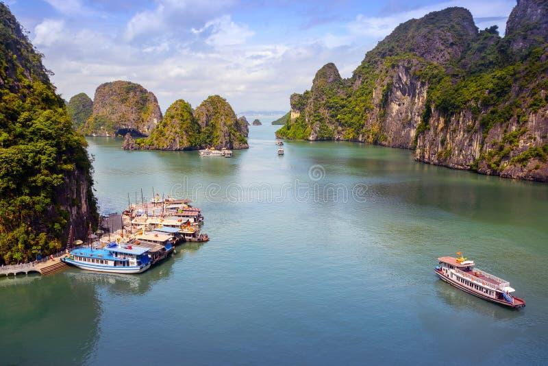 ¡De HẠde la bahía de Vietnam, mar de largo imagen de archivo