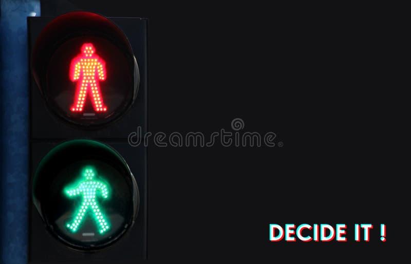¡El nuevo concepto de la vida, señales de tráfico que advierten con la palabra DECIDE A LA TIC! escrito en fondo fotos de archivo