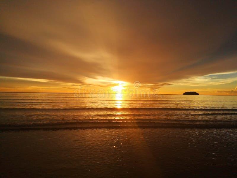 ¡Extracto hermoso de la puesta del sol durante el paseo en la playa! foto de archivo libre de regalías