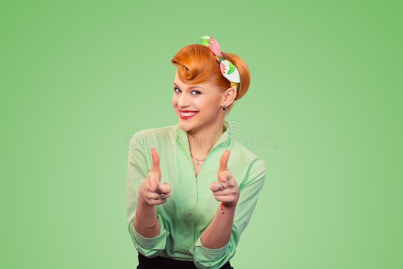 ¡Ey usted! La mujer que señala los dedos índices gesticula fotografía de archivo libre de regalías
