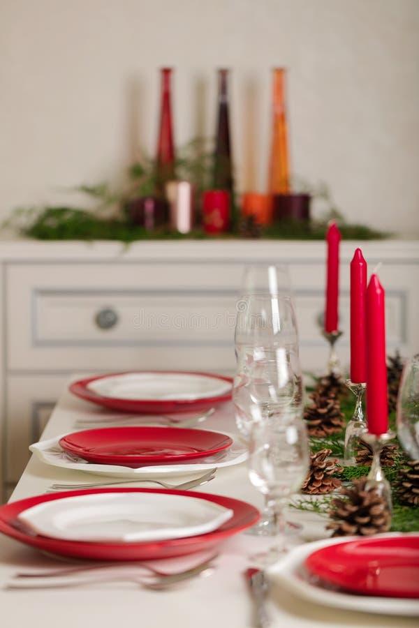¡Feliz Navidad y Feliz Año Nuevo! Тable que fija la decoración festiva fotografía de archivo