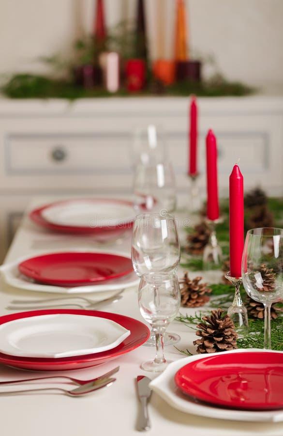 ¡Feliz Navidad y Feliz Año Nuevo! Тable que fija la decoración festiva foto de archivo libre de regalías