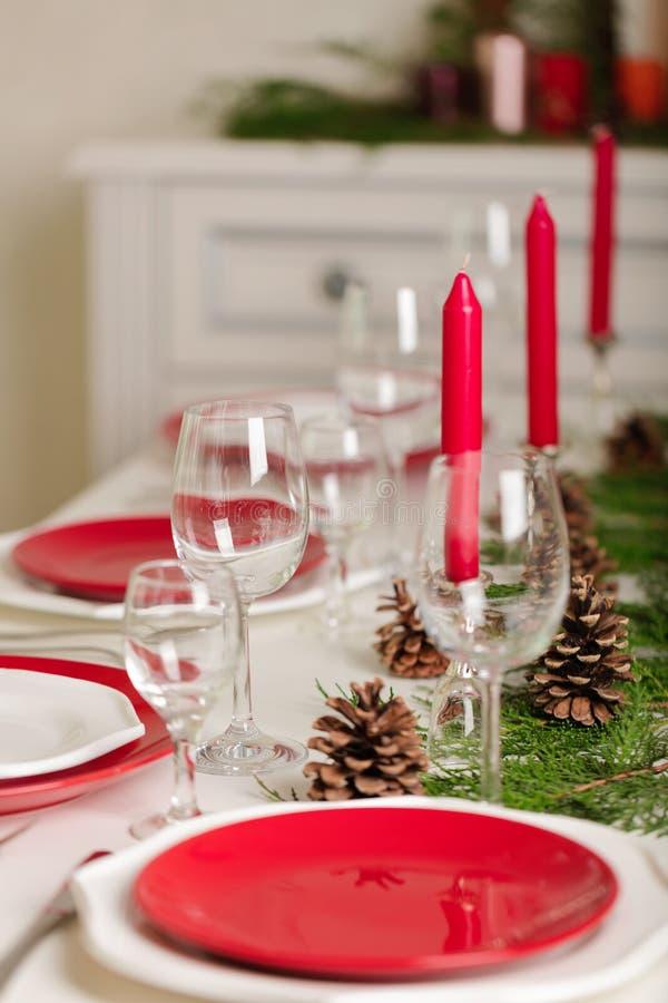 ¡Feliz Navidad y Feliz Año Nuevo! Тable que fija la decoración festiva fotografía de archivo libre de regalías