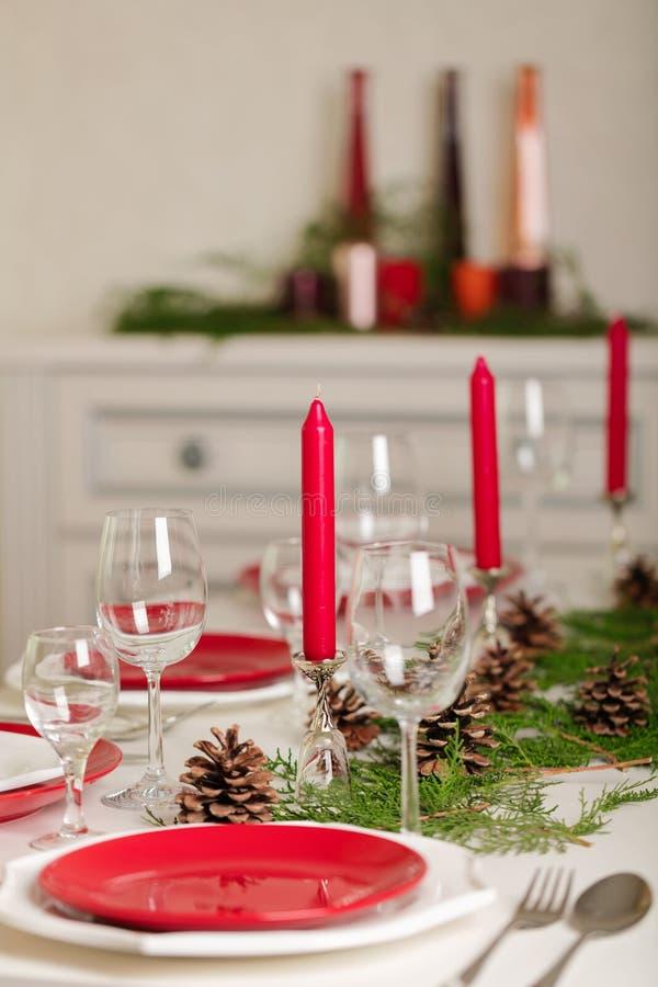 ¡Feliz Navidad y Feliz Año Nuevo! Тable que fija la decoración festiva imagen de archivo