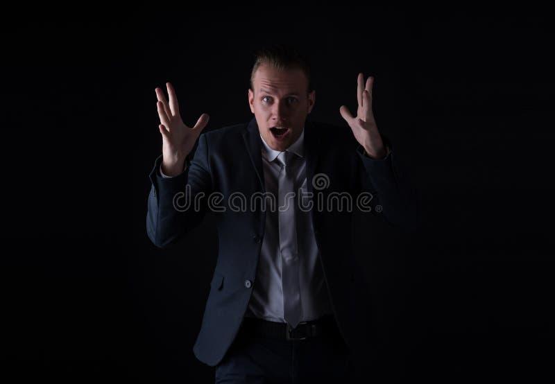 ¡Guau! Retrato de la boca abierta joven hermosa del hombre de negocios, ojo grande fotos de archivo