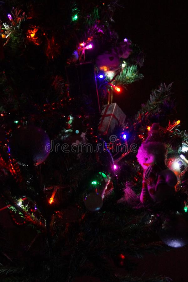 ¡Las decoraciones de su árbol de navidad son esenciales hacer sus días de fiesta del día de fiesta únicos! foto de archivo