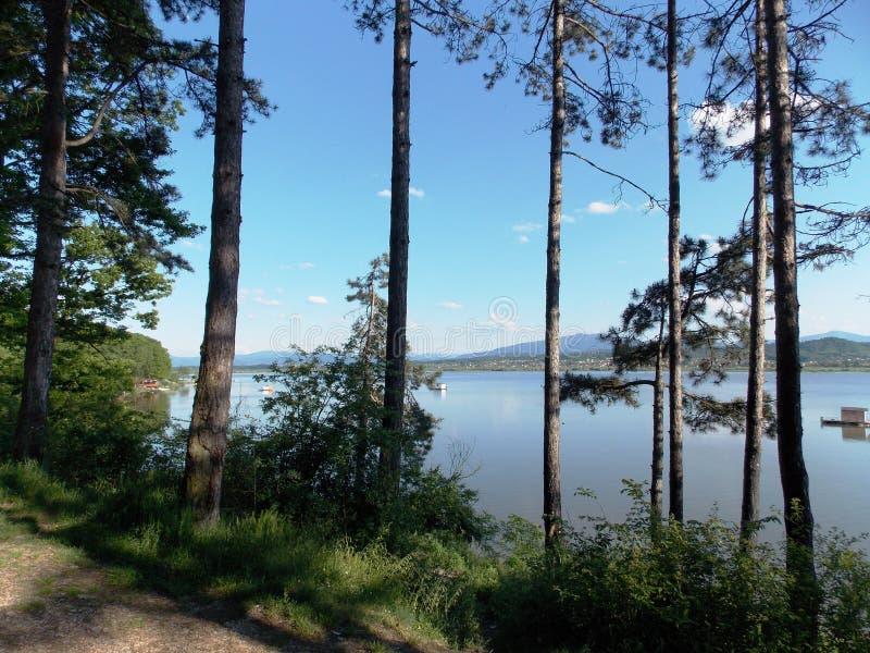 ¡Opinión del lago! ¡El sorprender! fotografía de archivo