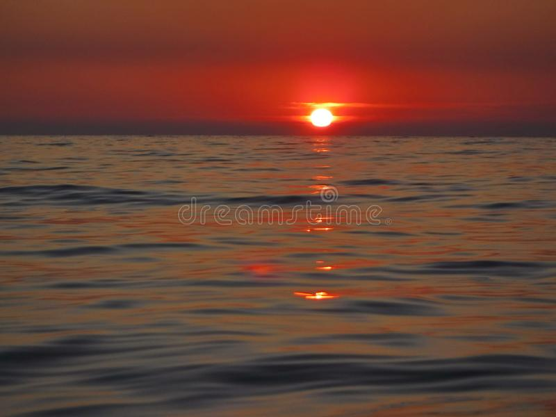 ¡Puestas del sol magníficas del Mar Negro! La belleza irreal parece ser un acontecimiento ordinario imágenes de archivo libres de regalías