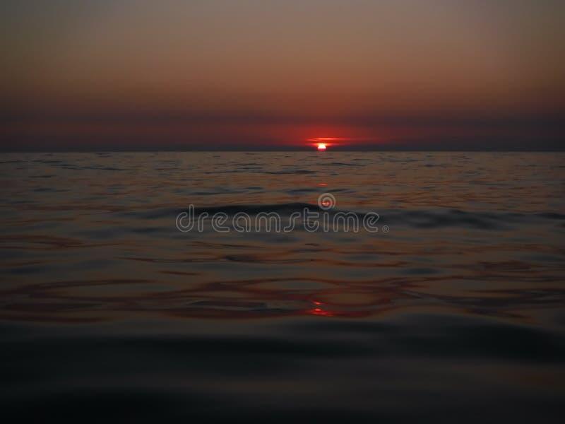 ¡Puestas del sol magníficas del Mar Negro! La belleza irreal parece ser un acontecimiento ordinario imagen de archivo libre de regalías