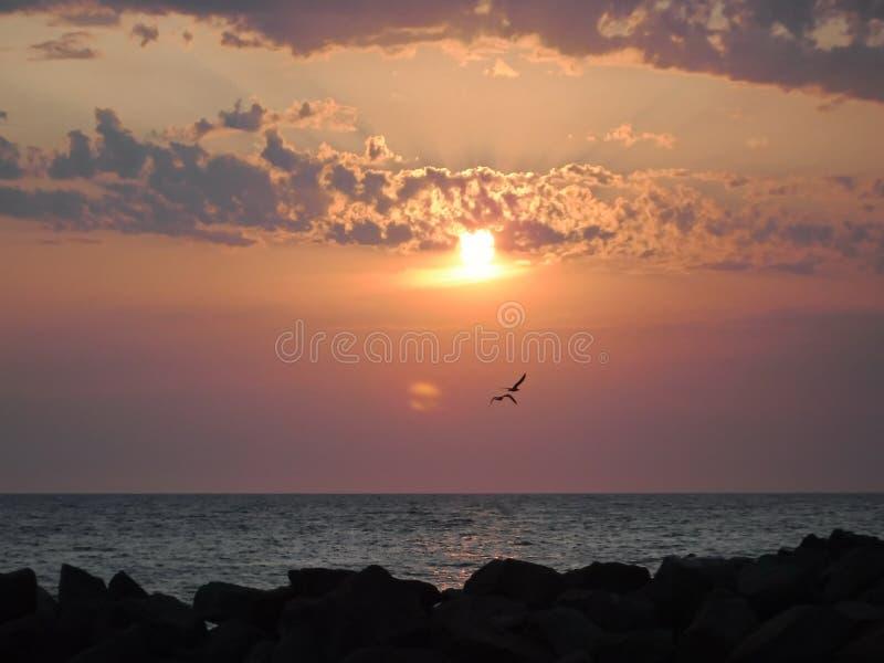 ¡Puestas del sol magníficas del Mar Negro! La belleza irreal parece ser un acontecimiento ordinario fotos de archivo libres de regalías