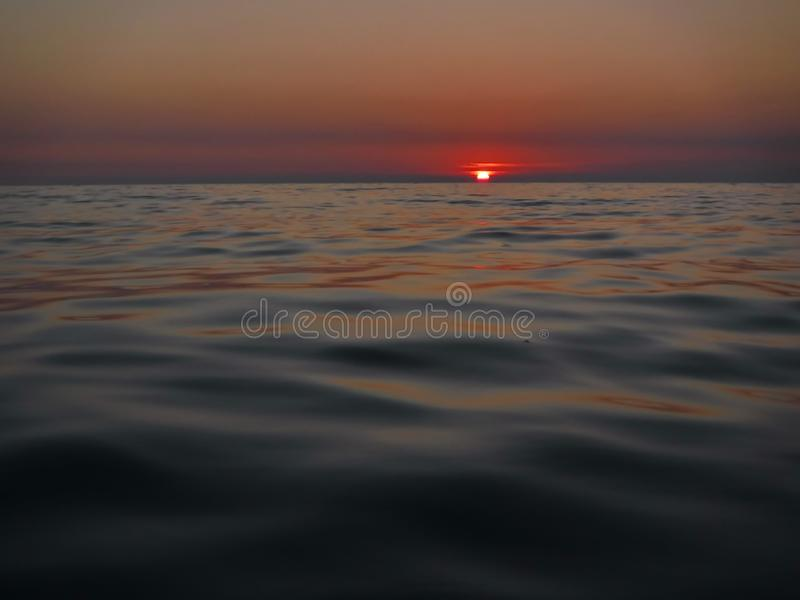 ¡Puestas del sol magníficas del Mar Negro! La belleza irreal parece ser un acontecimiento ordinario fotografía de archivo