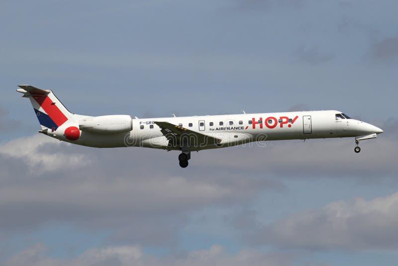 ¡SALTO! Embraer ERJ-145 imagenes de archivo