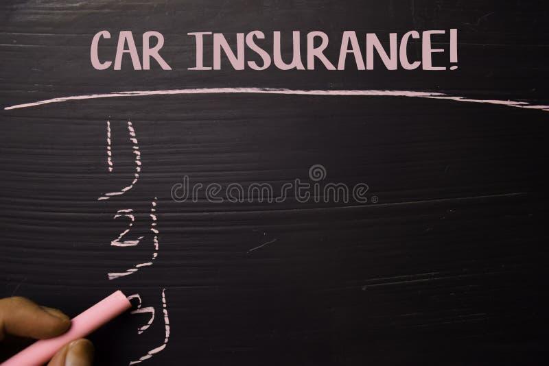 ¡Seguro de coche! escrito con tiza del color Apoyado por servicios adicionales Concepto de la pizarra imágenes de archivo libres de regalías