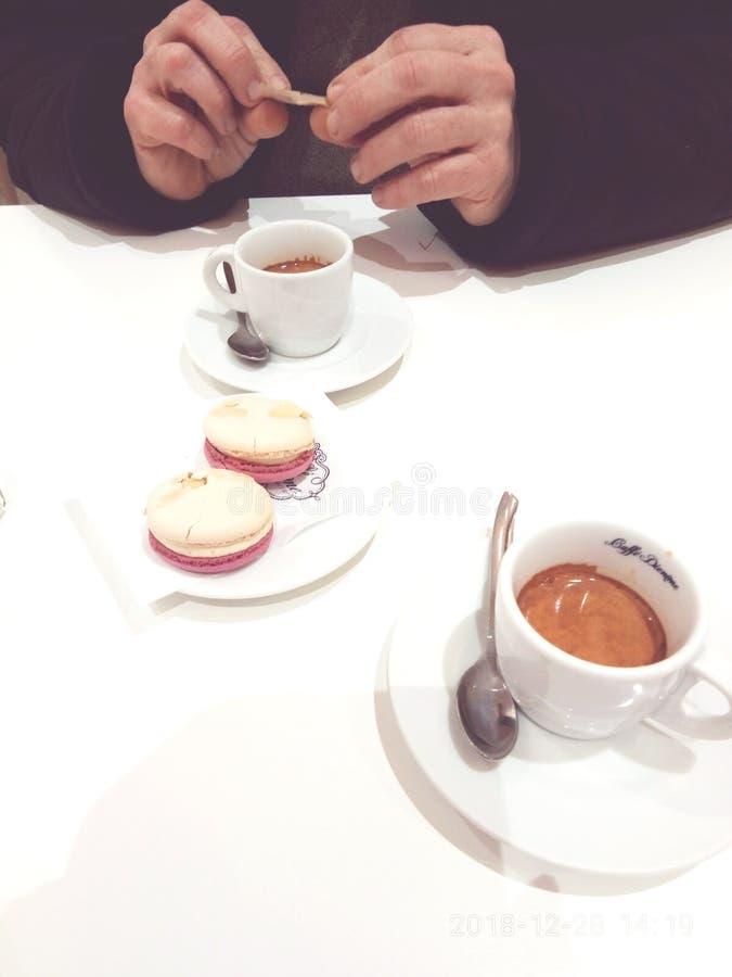 ¡Tiempo del café para dos! imagen de archivo