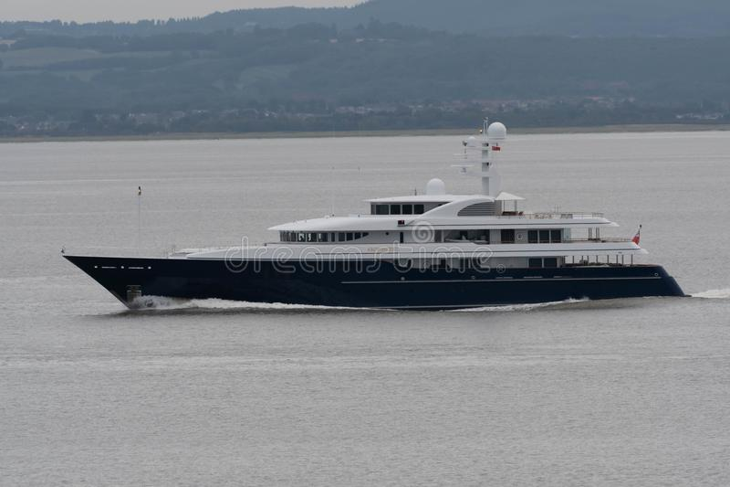 £75m-superyacht Archimedes på den Avon floden arkivbild