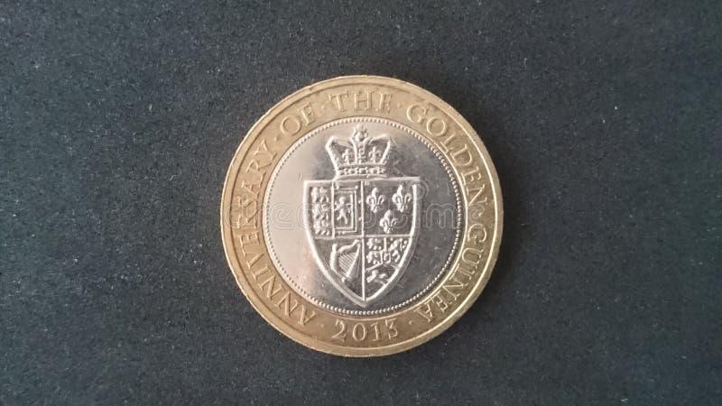 £2 moneta Guinea Regno Unito 2013 fotografie stock libere da diritti