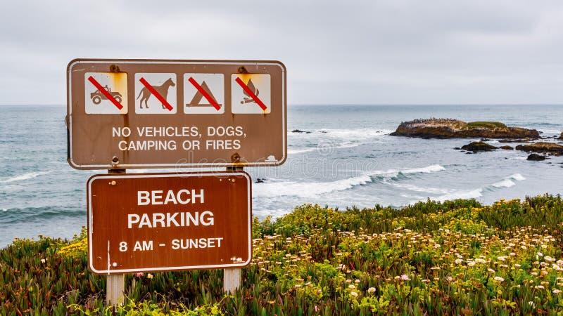 «Żadny pojazdy, psy, camping lub ogienie szyldowi, obrazy royalty free
