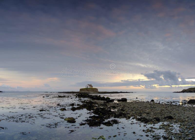 «kościół w morzu «przy Porth Cwyfan, Anglesey obraz royalty free