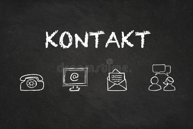 «Kontaktu «tekst i ikony na blackboard Przekład: «kontakt « royalty ilustracja