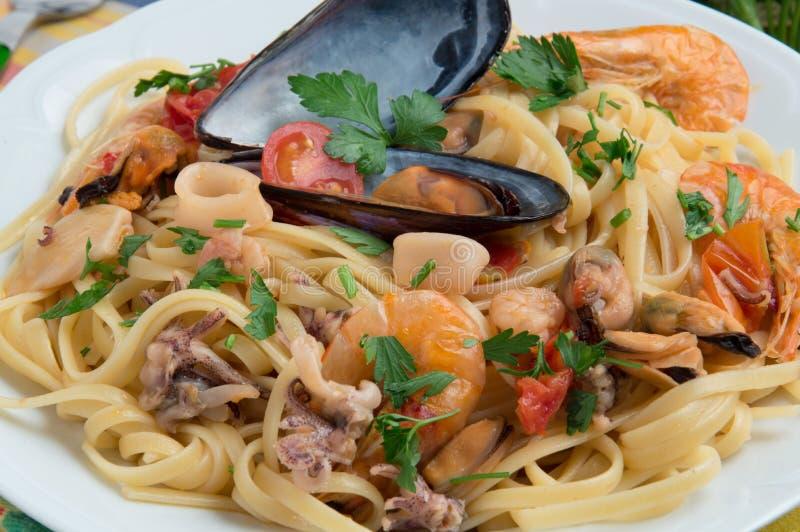 «spaghetti scoglio allo «Włoski jedzenie - zdjęcia stock