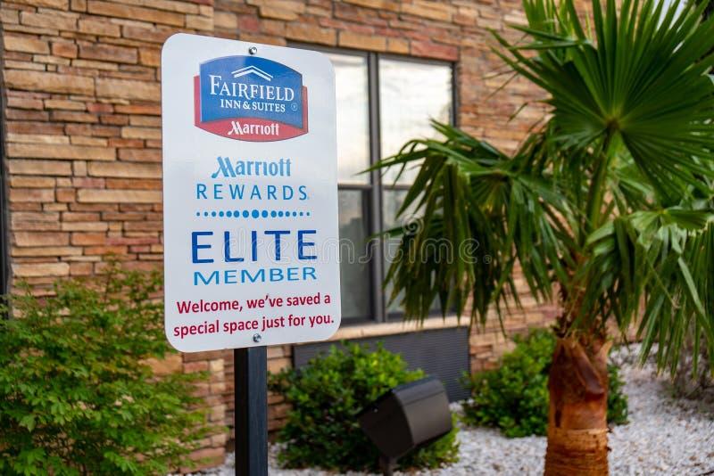 1° LUGLIO 2018 ALAMOGORDO, NANOMETRO: Il segno per il posto-macchina speciale dei membri delle ricompense di Marriott permette gl fotografia stock libera da diritti