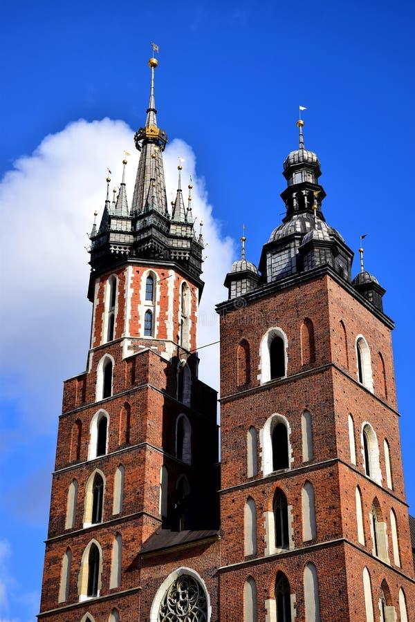 ³ w Krakaus Krakà koÅ› cià ³ Å 'mariacki Kirche Polen stockfotos