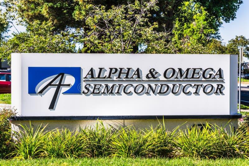 1º de agosto de 2019 Sunnyvale/CA/EUA - sinal do AOS do semicondutor da alfa & da ômega indicado na frente de suas matrizes no si fotos de stock royalty free