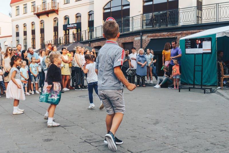 1º de setembro de 2018 festividades da rua de Minsk Bielorrússia na cidade de nivelamento imagens de stock
