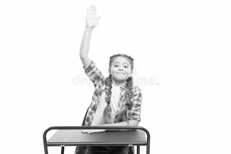 1º de setiembre, primer día del año escolar Niña levantando la mano el 1 de setiembre aislada en blanco Un alumno pequeño que ten imagen de archivo libre de regalías