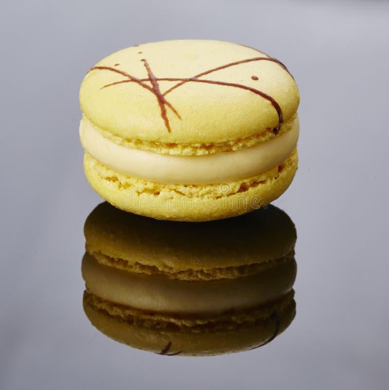 ¼ Œ de Macaronï uma cookie redonda, colorida que consiste em um ganache ou em um buttercream fotografia de stock