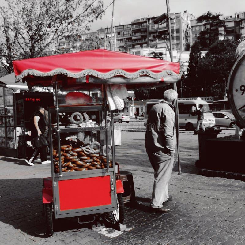 ¼ rojo del skà del ¼ del simit à de la gente dar foto de archivo