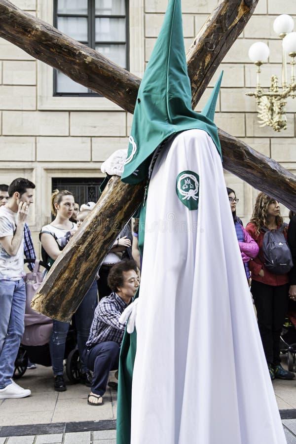 ½ O, LA RIOJA, ESPAÑA del ¿de LOGROï - 15 de abril: Semana santa, procesión religiosa de la tradición con la gente en trajes típi imágenes de archivo libres de regalías