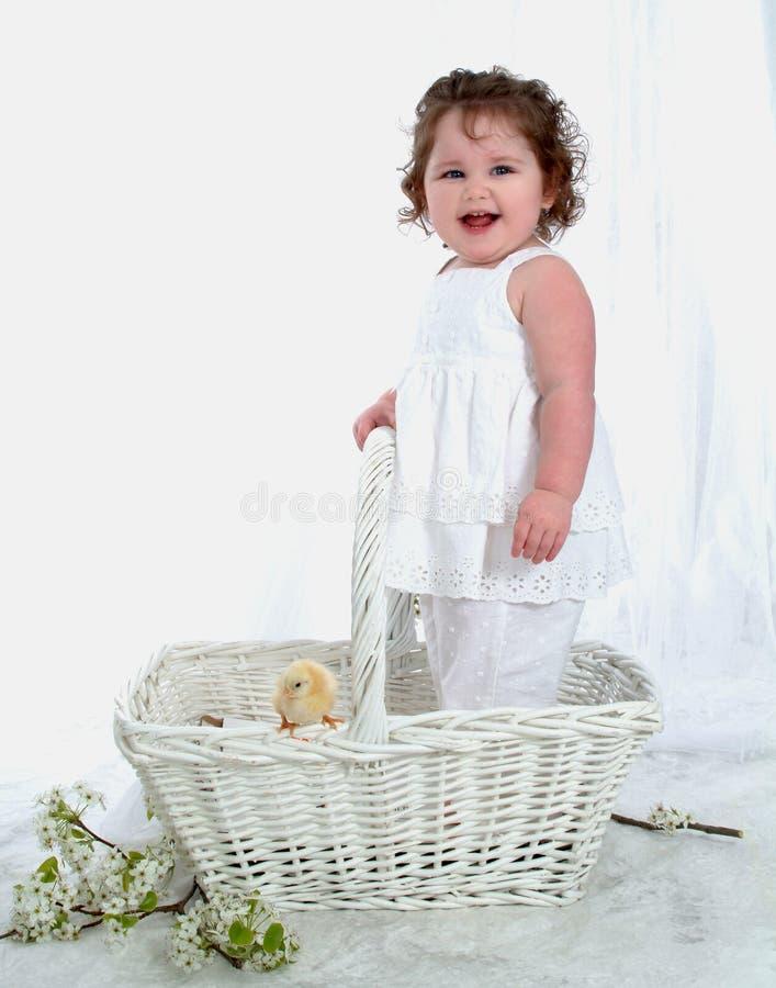 ¿Bebé y polluelo de risa? fotos de archivo