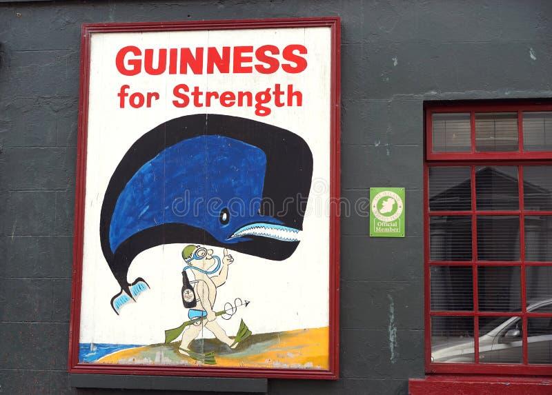 ¿Guinness para la fuerza - bebida irlandesa de la salud? foto de archivo libre de regalías