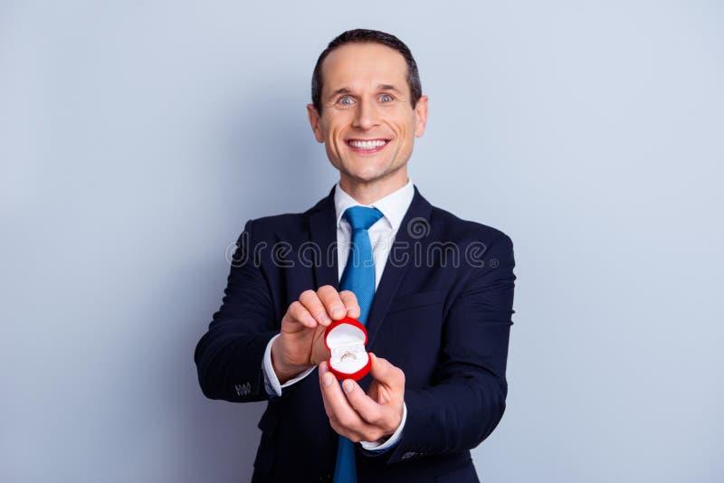 ¿Usted me casará? ¡Diga sí! ¡Te amo! Gente junto para siempre fotografía de archivo libre de regalías