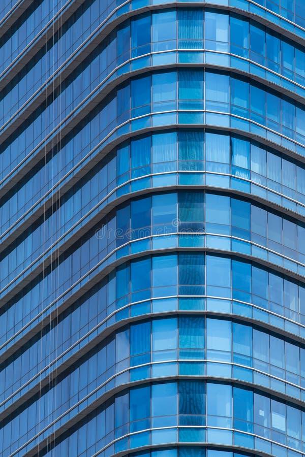 ฺà¸'Blue Glasfenster des modernen Bürogebäudes lizenzfreie stockfotografie