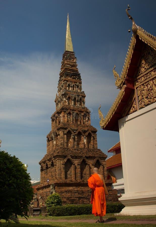 ็ Hariphunchaitemple, pagod på Lamphun, Thailand royaltyfri bild