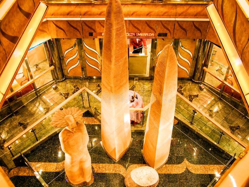 À bord de bateau de croisière Costa Magica de Costa Cruises photos libres de droits