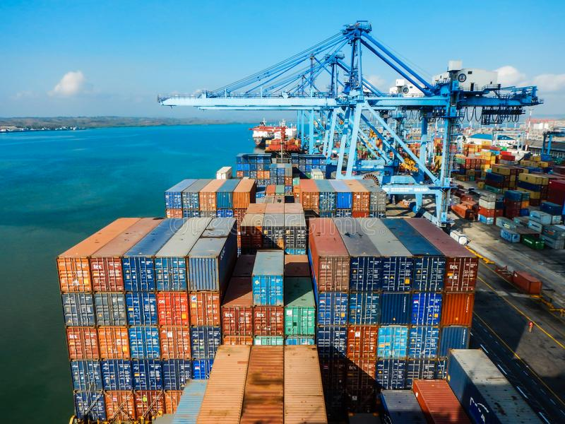 À côté de dans le port de Mombasa, le Kenya image libre de droits