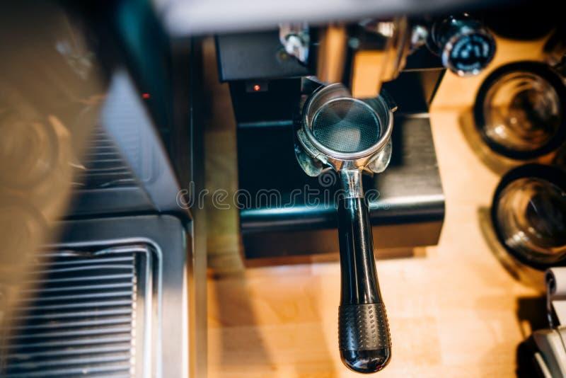à café - portafilter d'expresso, outils de barman images libres de droits