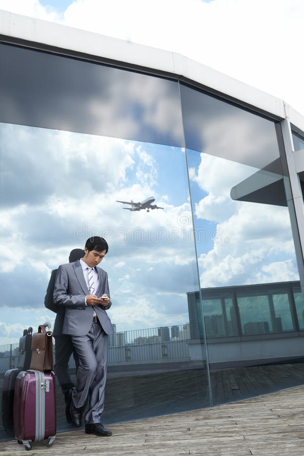 À l'aéroport moderne photographie stock libre de droits