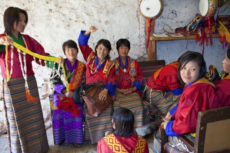 À l'arrière plan, festival de Tshechu chez Wangdue, Dzong Wangdi photographie stock libre de droits