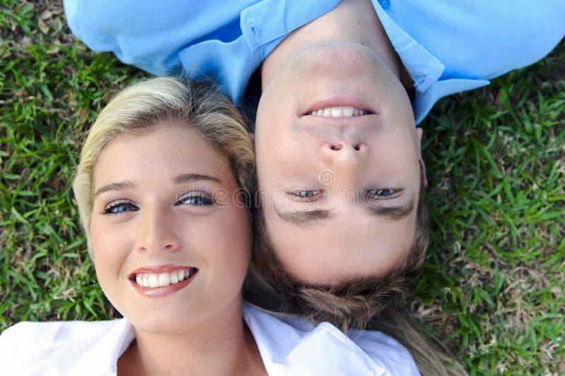 À l'extérieur couples images libres de droits