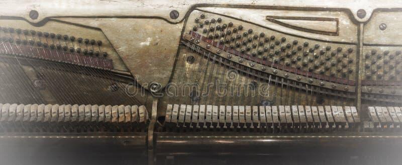 À l'intérieur d'un piano, vintage image stock