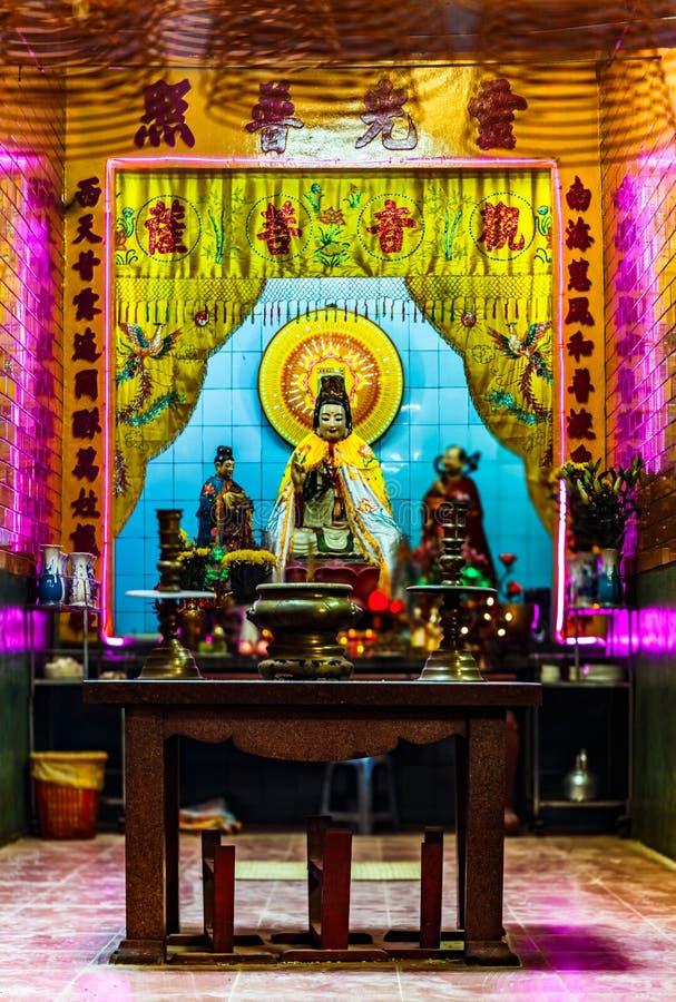 À l'intérieur d'un temple chinois, Ninh Kieu Pier, Cantho, delta du Mékong photo libre de droits