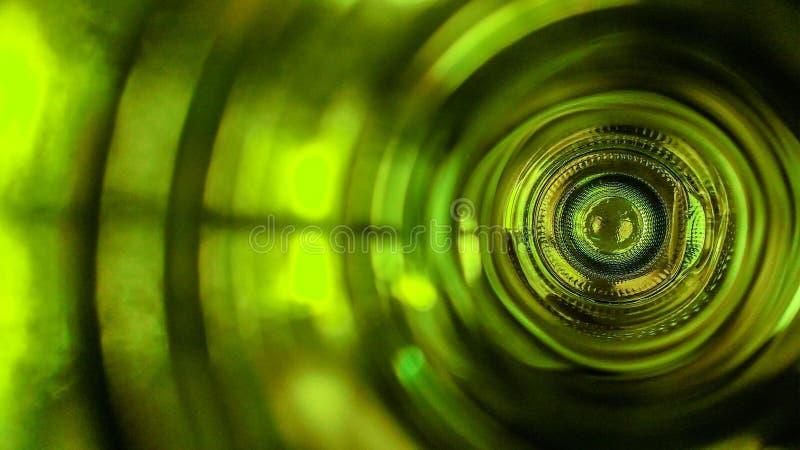 À l'intérieur d'une bouteille de vin photo stock
