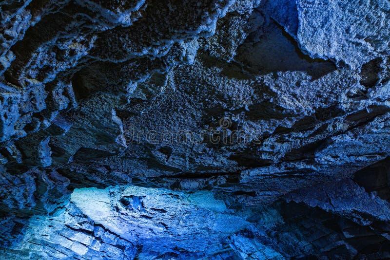 À l'intérieur d'une caverne de glace La glace est des milliers d'années et ainsi emballé lui est plus dur que l'acier et clair co photographie stock libre de droits
