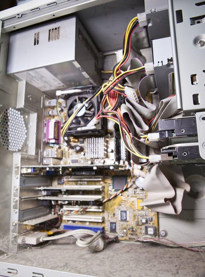 À l'intérieur de, démonté, couvert d'ordinateur de la poussière petite profondeur d'acuité image stock